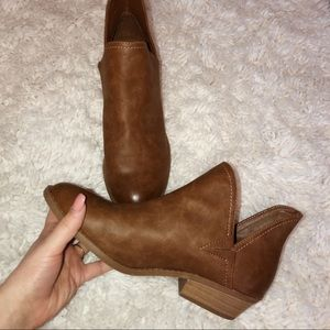 Brown ankles booties universal threads size 9 1/5